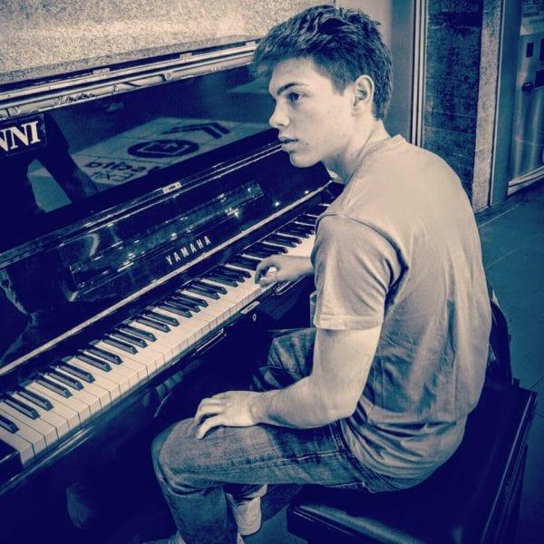 Emanuele Fasano, pianista, racconta la sua storia - Yamaha Music Club