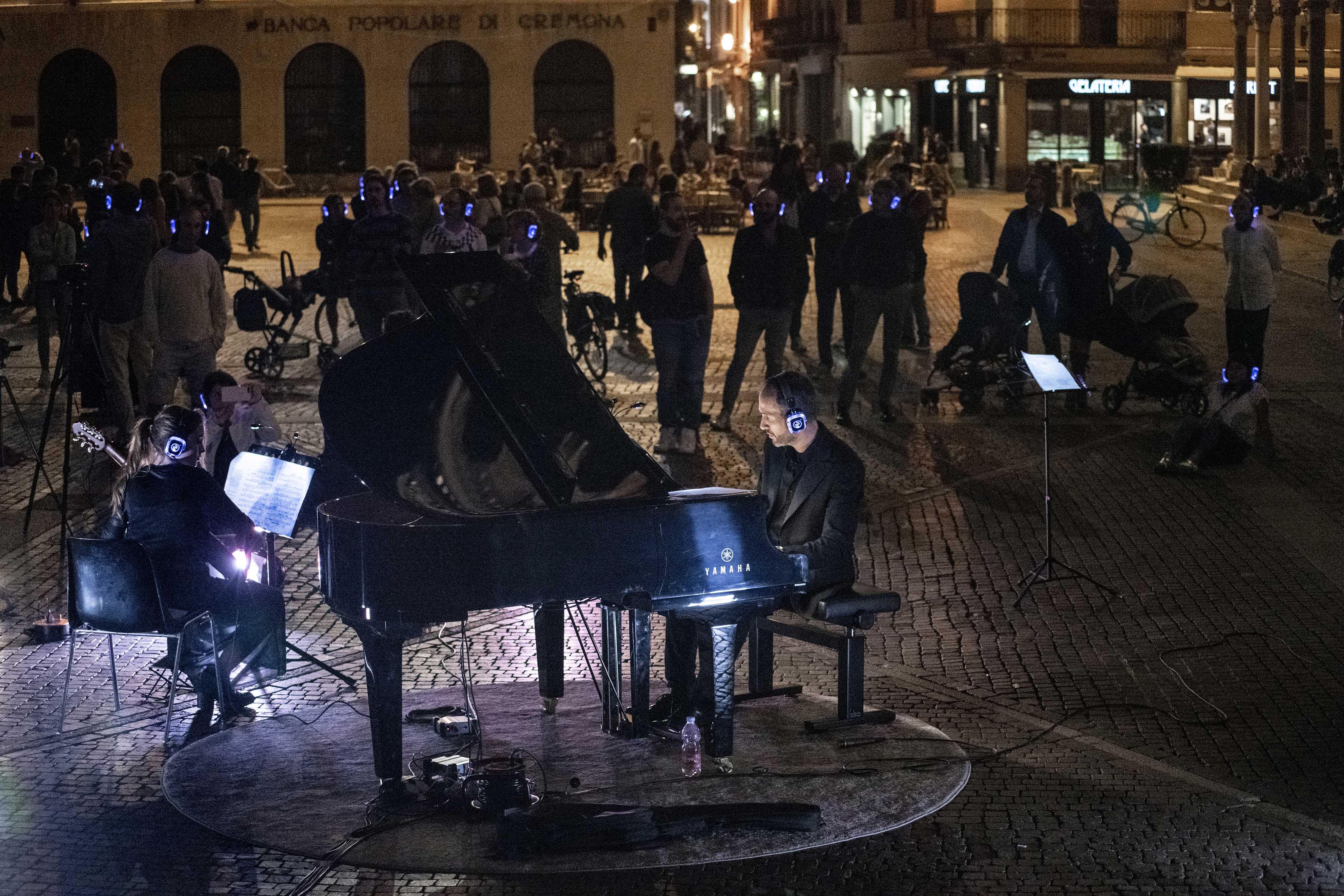 Silent Wifi Concert Piano & Guitar