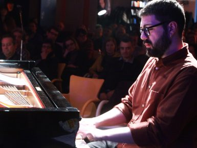 Nicolò Petrafesa al pianoforte